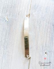 bracelet plaque martelée striée argent gros plan