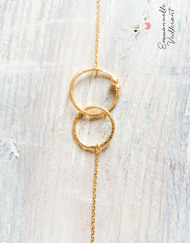 EBracelet double anneaux doré à l'or fin gros plan