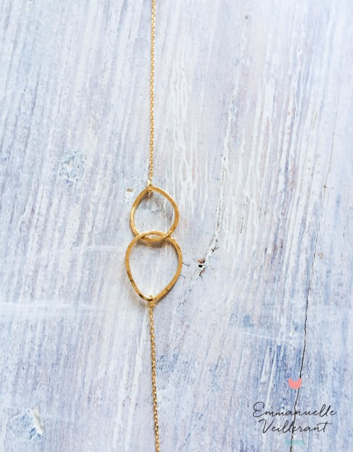 Bracelet double amande doré gros plan