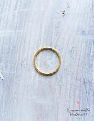 Bague fine martelé strié fil 1,2 doré à l'or fin